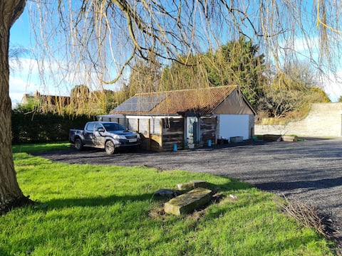 Peaceful Dog Friendly Cottage in 3 Acres