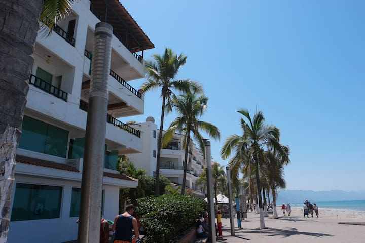 Ocean Front location on the Malecon
