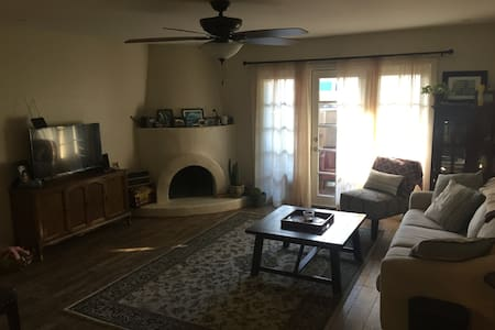 Relaxing Private Bedroom in Central Phoenix!