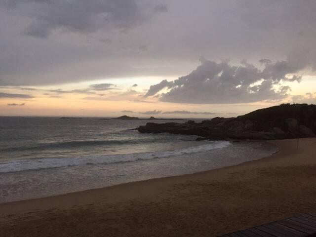 Sunny apartment in front of Costa Azul beach - Rio das Ostras - Leilighet