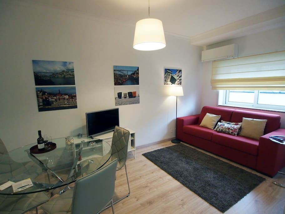 Relax calmly in family meals, with the comfort that this apartment offers you.