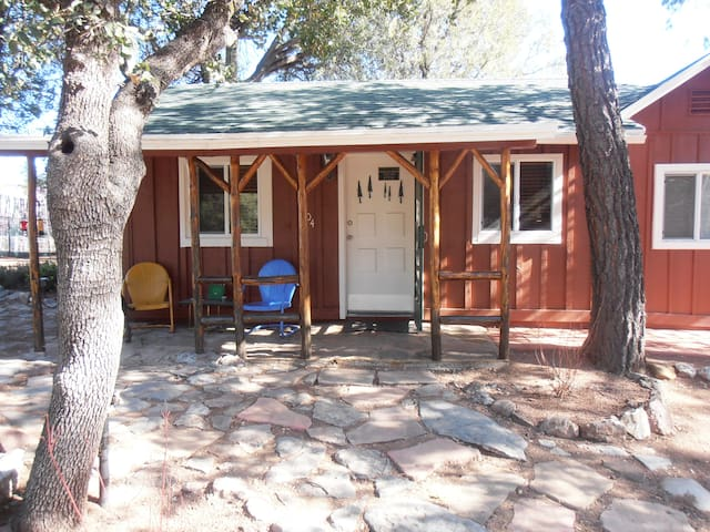 Pine Oaks Cottage & Bunk House - Payson - House