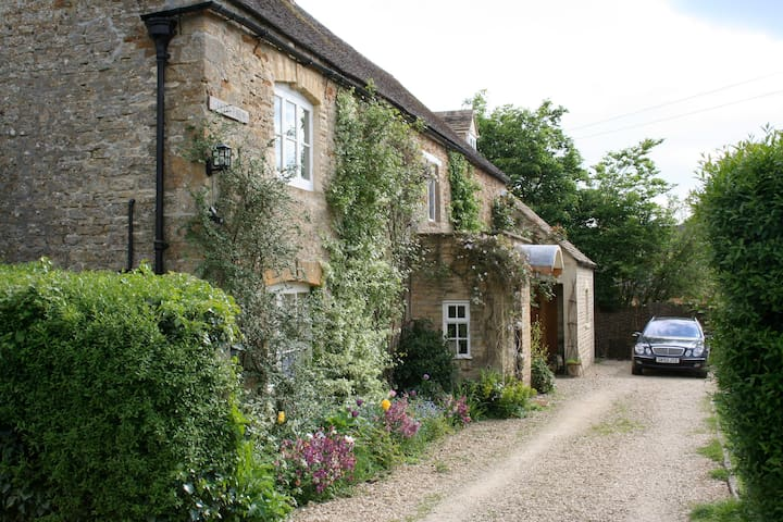 Peaceful Cotswold village (double+single+bathroom) - Moreton-in-Marsh - Huis