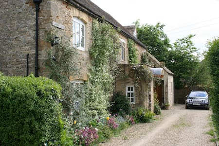 Peaceful Cotswold village (double+single+bathroom) - Moreton-in-Marsh