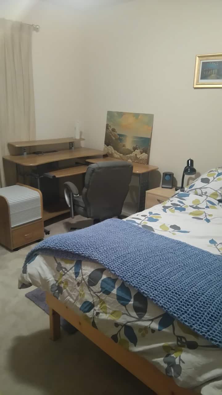 Quiet room w/comfy bed & great workspace