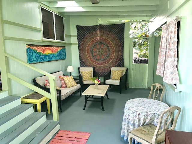 Bohemian Stay on a Micro Farm - Near Beach & Town