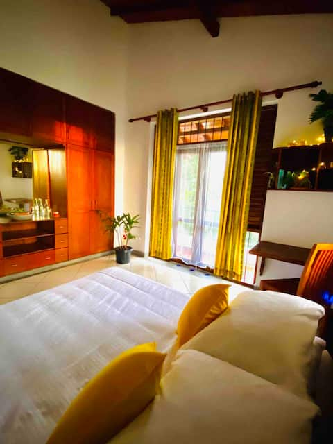 Luxury Colombo Villa - Two Private Rooms For You