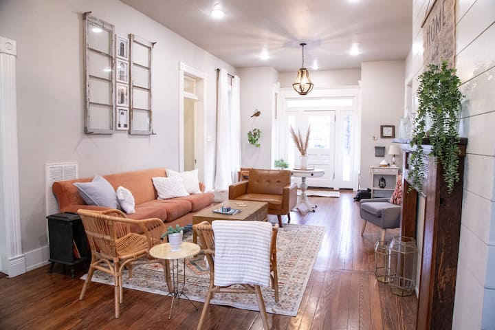 The Yellow Door BnB as Seen on HGTV (entire home)