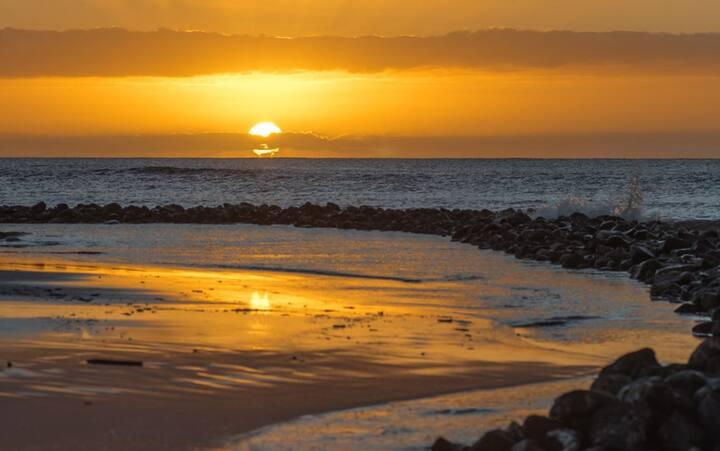 SUNSET BEACH ACROSS/MAUI/BLUE WATER