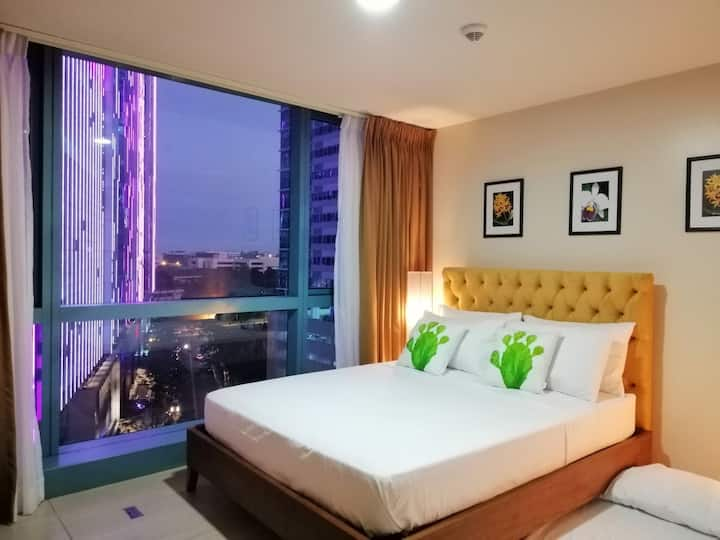 Amazing 2bdrm Central Flats Condo Uptown BGC