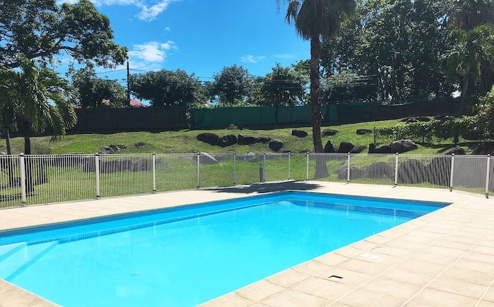 Superbe F2 cosy avec jardin privé et piscine