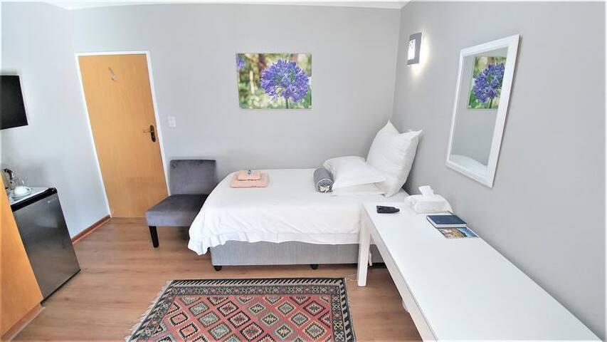 Single Rooms (Agapanthus Plumbago)