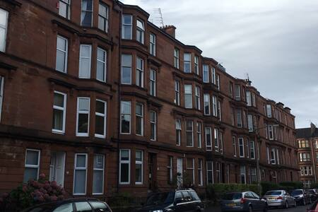 Traditional 1st Floor Apartment + WiFi + Parking - Glasgow