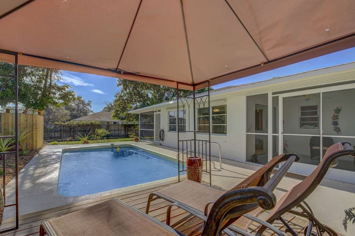 New Listing in S. Venice, Ferry Boat Pass  just 1/2 mi away, Private Pool, 2  Patios,  Garage & W/D