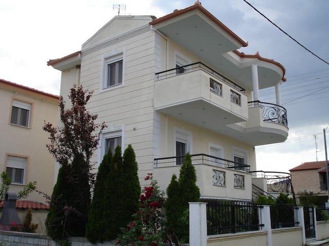 prime luxury villa - Paralia Vrasna - บ้าน