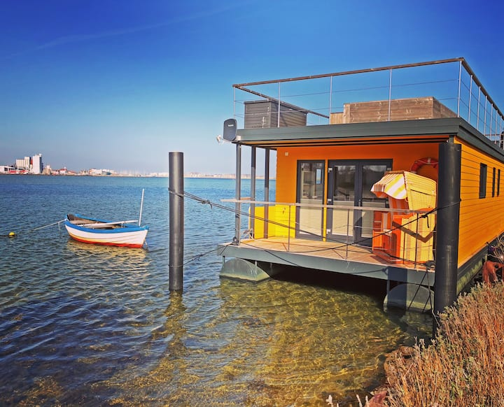 Beach houseboat Swantje on the Baltic Sea