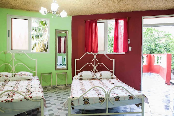 """El Cimarron"" Independent room in Vedado - La Habana - Bed & Breakfast"
