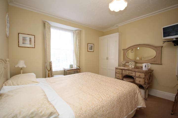 Croft House B&B - Double with shower en-suite