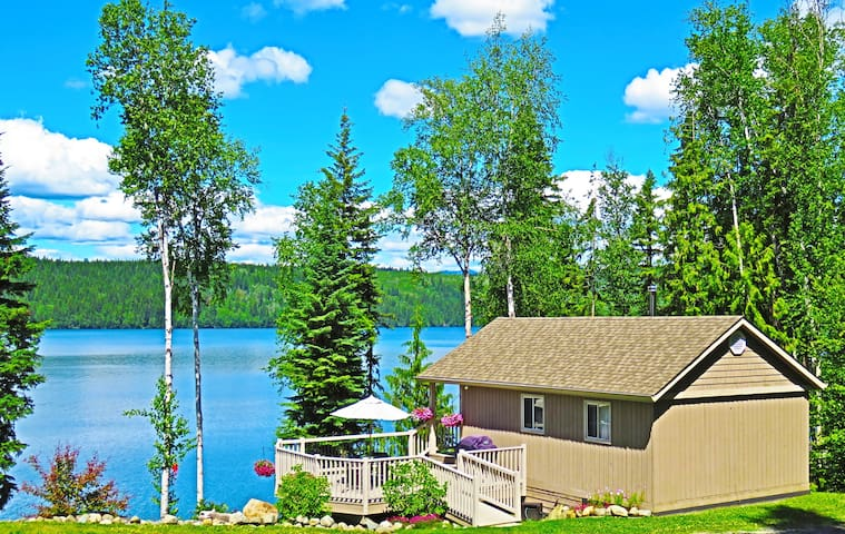 J & D's guest cottage - lake front w/dock for boat - Horsefly
