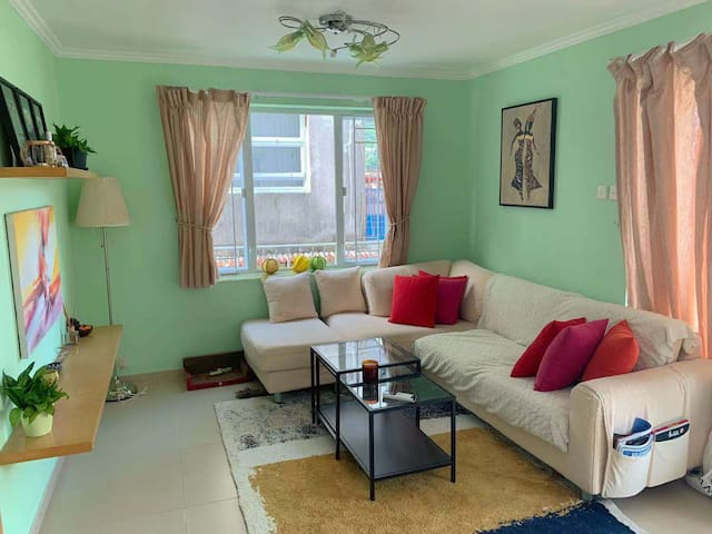Spare Room in Spacious & Colourful Flat