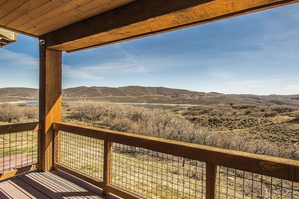 This stunning property offers endless mountain vistas and views of Jordanelle Reservoir, but it's also situated just minutes from Deer Valley Resort.