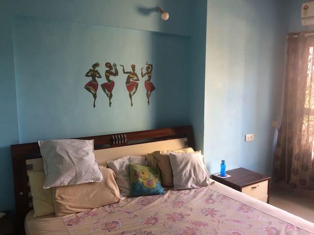 AC Room with a balcony - Pune - Huoneisto