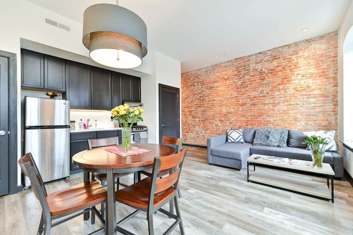 Gorgeous 1 BD in Capitol Hill