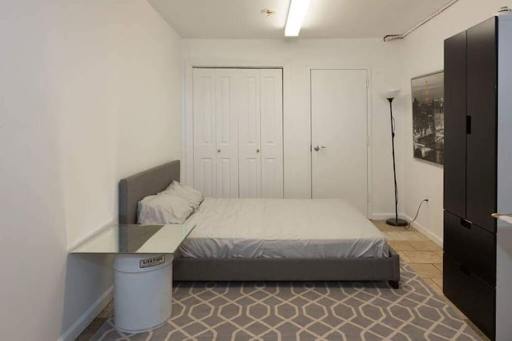 Small but comfy bedroom 9min to Times Square !