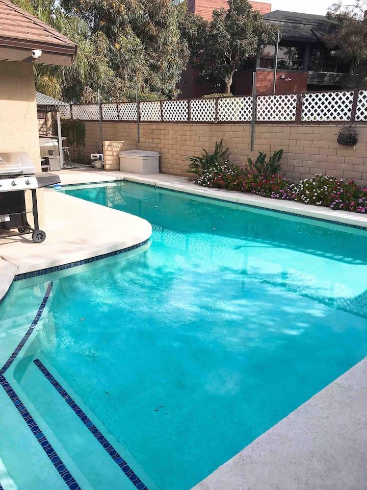 Nice private room with private bath in Covina/LA