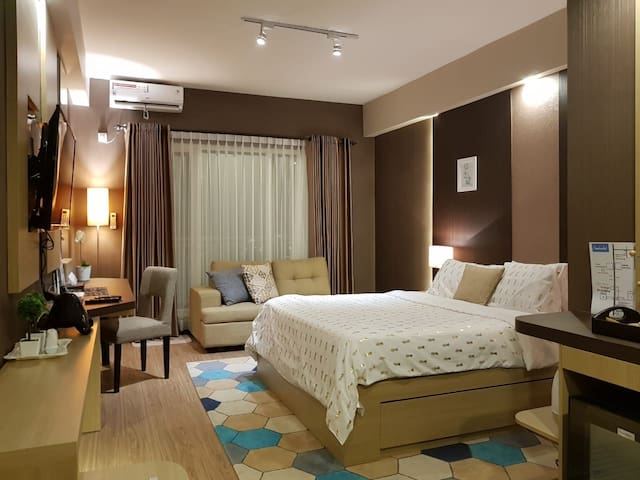 New!  Spacious Cozy room at GCA 3 Luxury Apartment