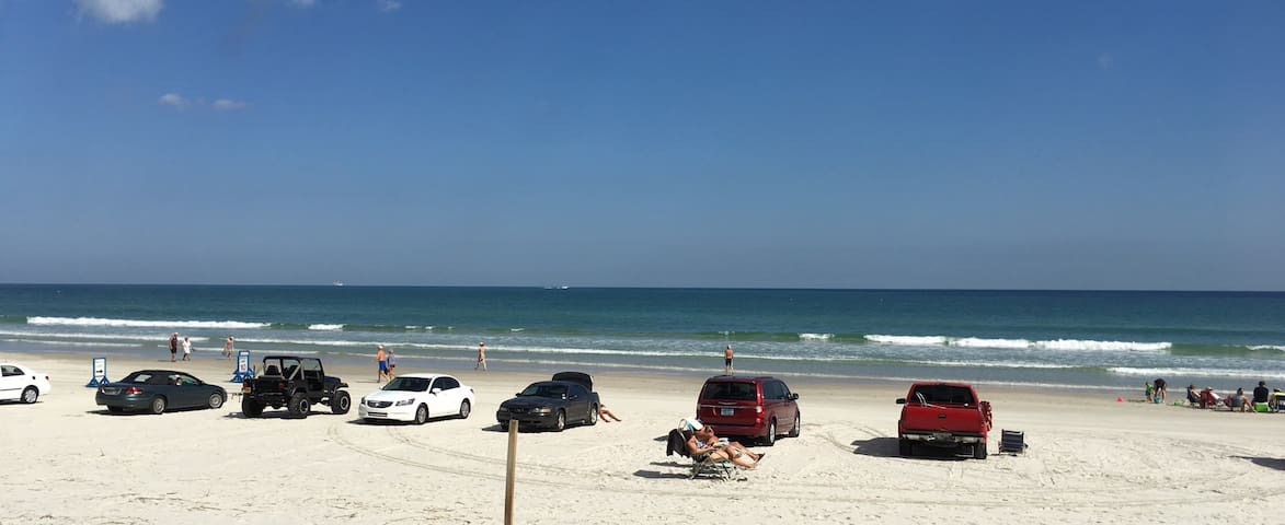 Ocean view condo on the sand! - Daytona Beach - Apartment