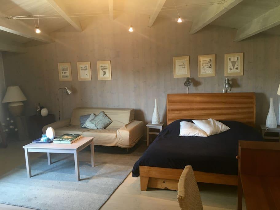 Chambre 1  / Suite  avec coin salon et bureau
