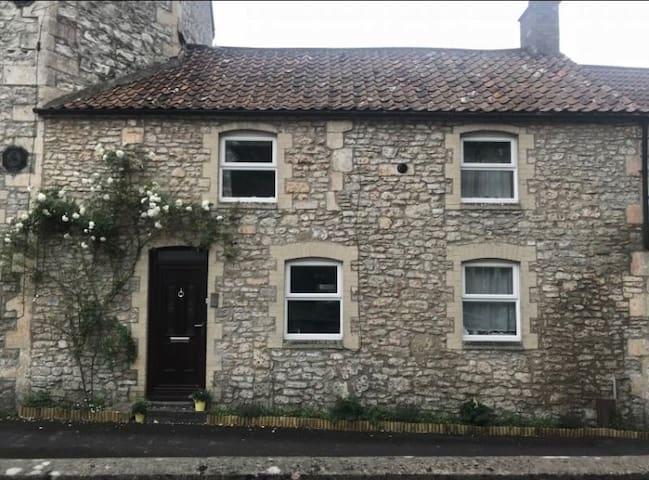 Draycott cottage (close to Glastonbury festival)