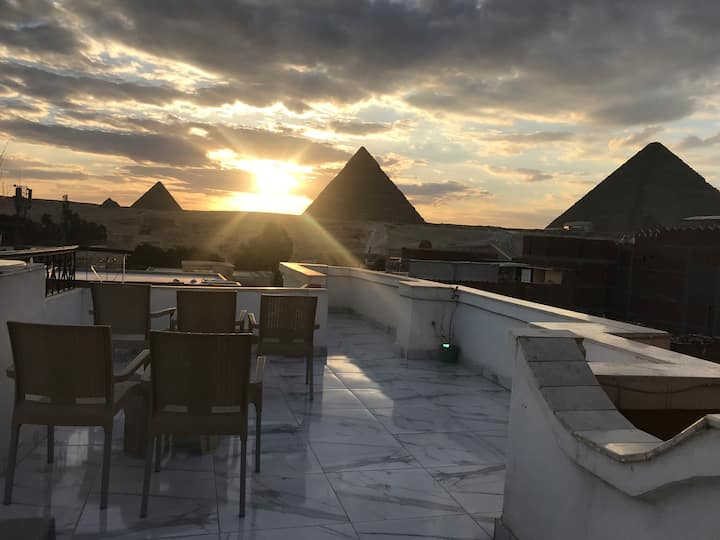 Sunshine Pyramids View Inn