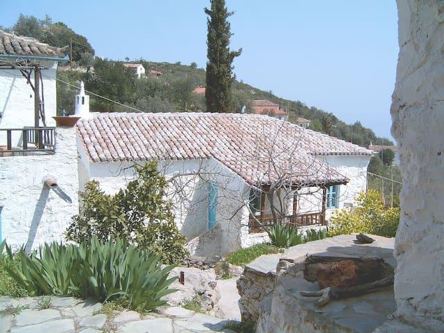 Idyllisches Ferienhaus Arcadia mit WLAN und A/C - Tiros - Rumah