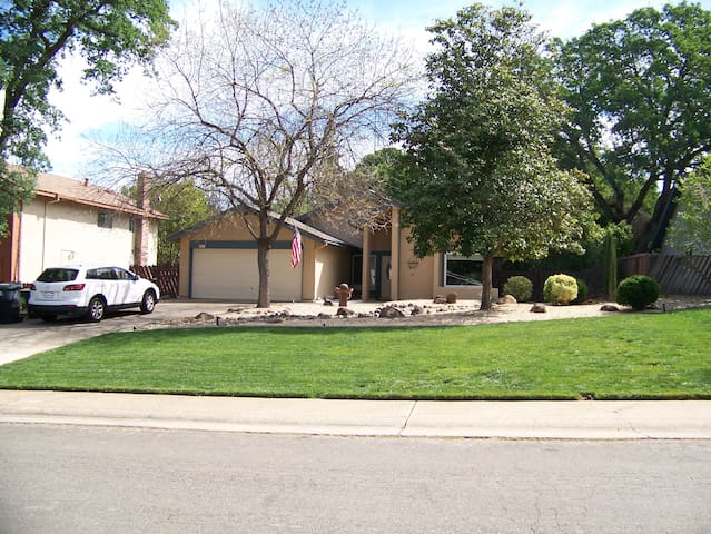 BEAUTIFUL, SPACIOUS, COMFY ORANGEVALE RETREAT! - Orangevale