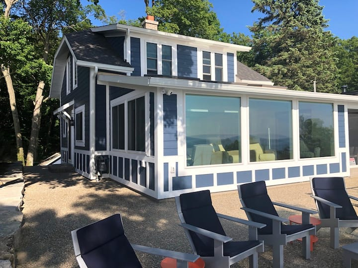 Lake Michigan Beach Cottage has Private Lake Michigan Beach Frontage!