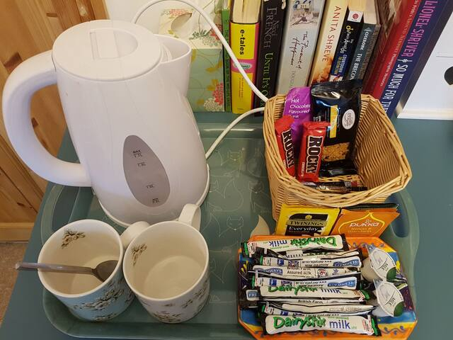 Tea and green tea etc coffee, hot chocolate, water and snacks