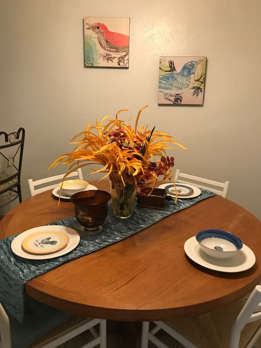 Dining for 4; plus 2 barstools