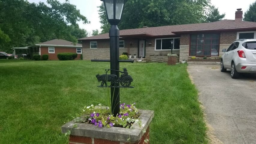 BR#2/ 15 minutes from Indpls Airport & Downtown