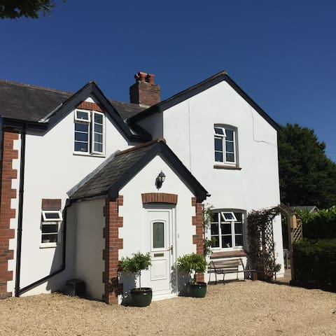 Glebe Cottage - double and single room B&B - Dorset - Rumah