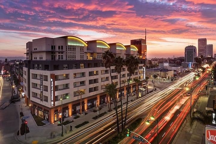 LUXURY 1 BED / 1 BATH IN THE HEART OF GROVE / WEHO