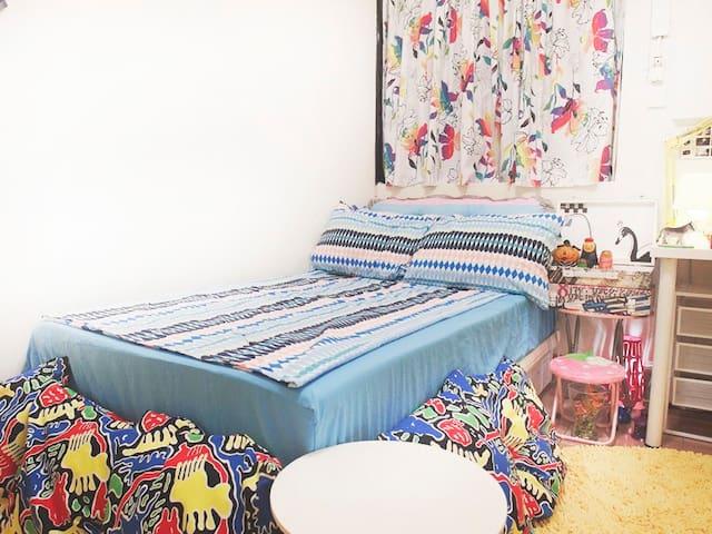 極寬敞加大單人床-可舒適的容納兩人/房間狀態依時節有不同風格呈現