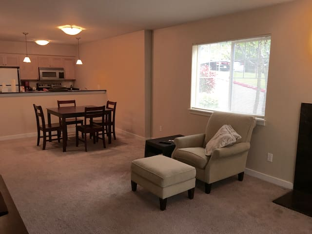Spacious Apartment in West Seattle - Seattle - Apartmen