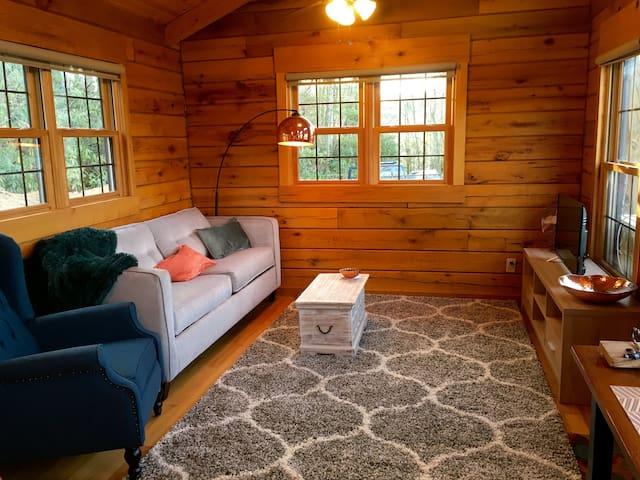 NEW! Tiny Home Cabin, Views, Hot Tub, River, Quiet
