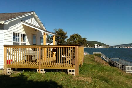 Beautiful seaside cottage in town of Digby