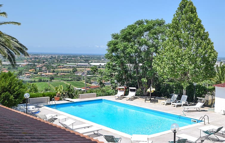 Holiday cottage with 8 bedrooms on 540m² in Capaccio (SA)
