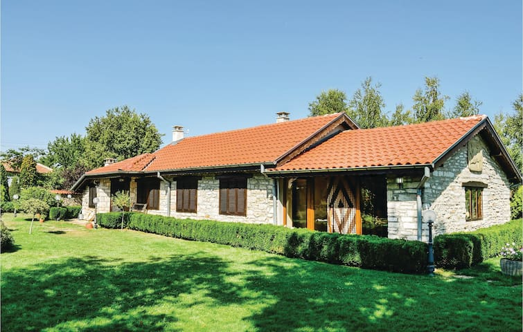 Holiday cottage with 4 bedrooms on 100m² in Balgarevo