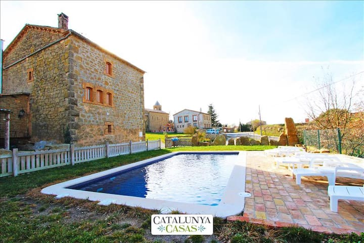 Historical 6-bedroom getaway in Vilaseca for 15 guests - Barcelona Region - Villa