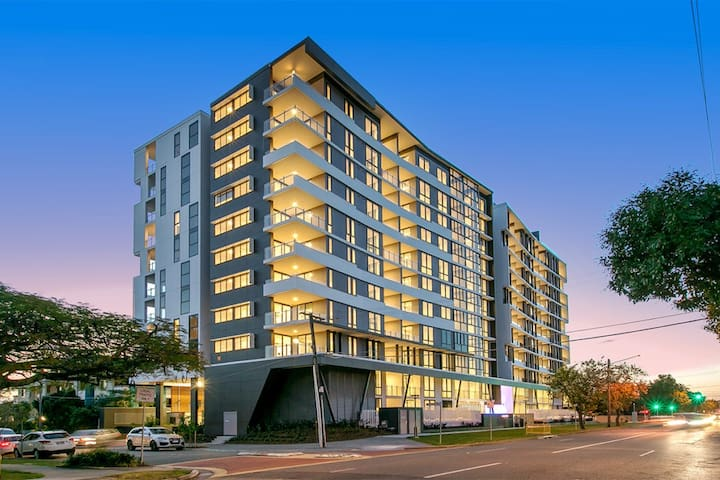 Unbeatable Value - City Views & Rooftop Pool. - Coorparoo - Apartment
